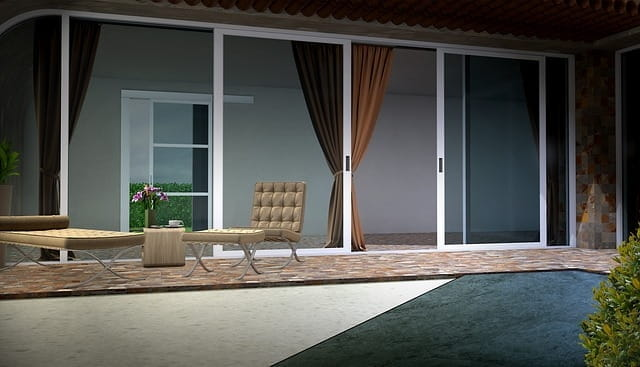 Terrasse avec carrelage au sol.