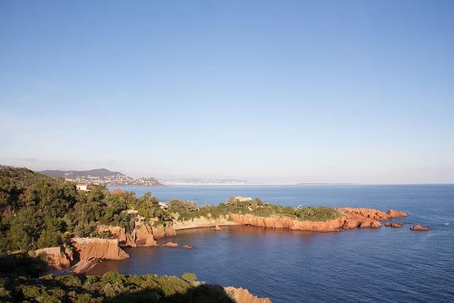 Crique secrète à Cannes sur la french riviera