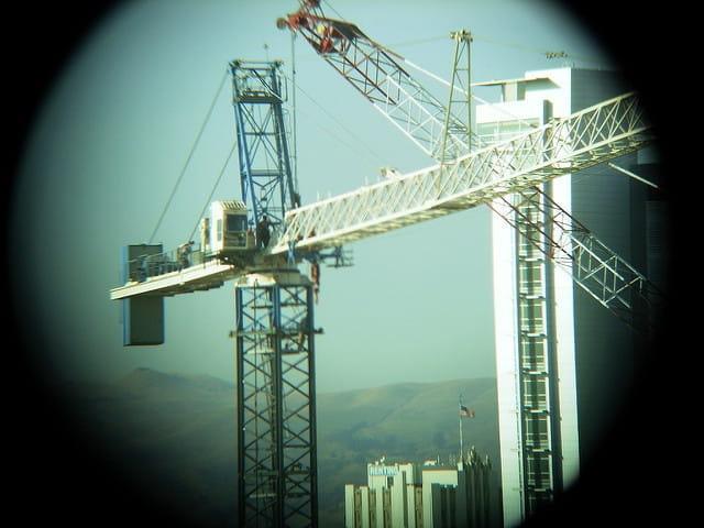 Grue sur un chantier.