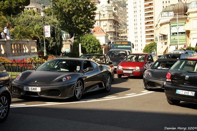 La circulation à Monaco. Autant prendre un VTC.
