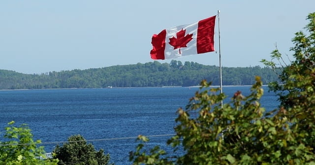 Drapeau canadien.