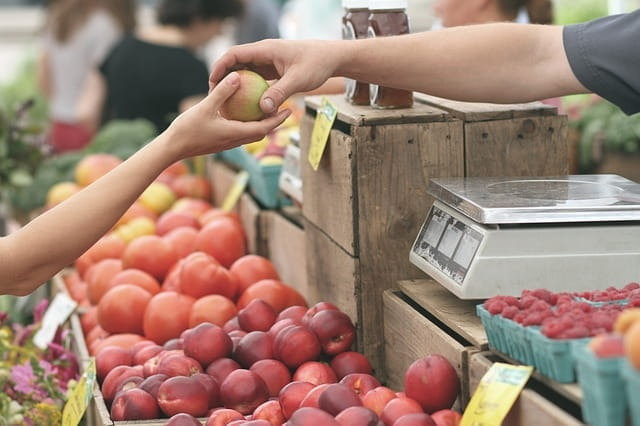 Marché aux fruits et légumes des Alpes-Maritimes.