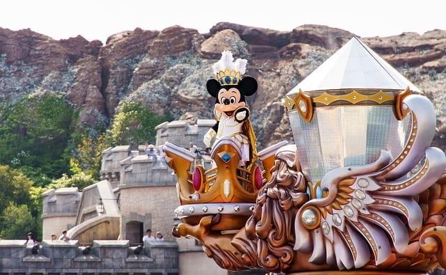 Mickey à bord de la compagnie de croisière Disney.