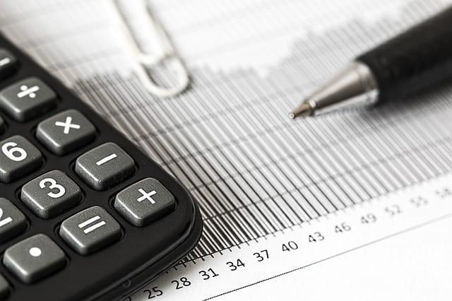 Calcul de la taxe d'habitation pour un résident de maison de retraite des Alpes-Maritimes.